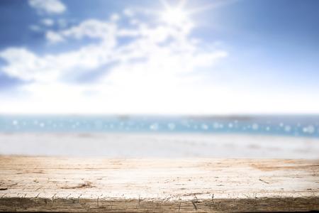 Foto de desk space on beach side and sunny day - Imagen libre de derechos