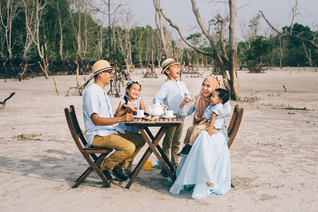 Photo pour happy asian family having a good moment of happiness picnic outdoor. family,love and relationship concept - image libre de droit
