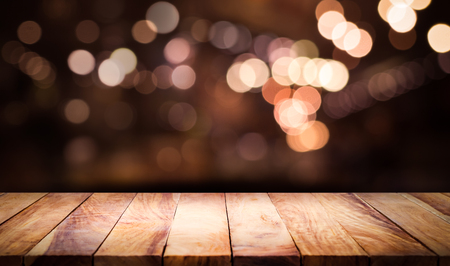 Photo pour Wood table top with blur light bokeh in dark night cafe,restaurant background .Lifestyle and celebration concepts - image libre de droit