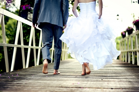 Foto per Beautiful wedding couple is enjoying wedding  - Immagine Royalty Free
