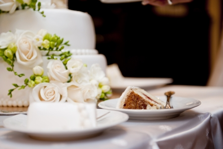 Photo pour Beautiful and tasty wedding cake at wedding reception - image libre de droit