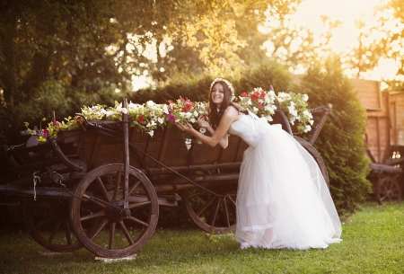 Photo pour Beautiful bride in country style wedding dress - image libre de droit