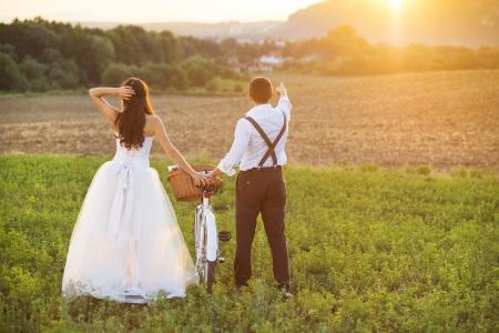 Photo pour Beautiful bride and groom wedding portrait with white bike - image libre de droit
