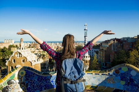 Foto de Girl tourist with both hand in the air  - Imagen libre de derechos