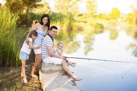 Photo pour Family spending time at lake - image libre de droit