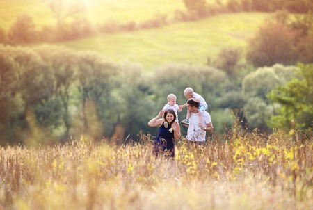 Photo pour Family in nature - image libre de droit