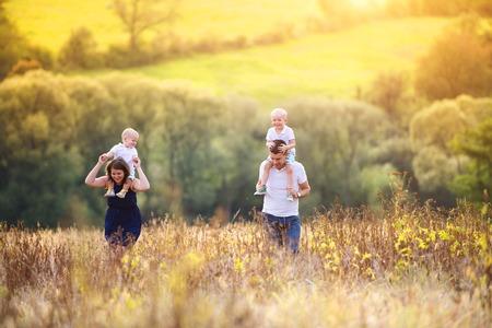 Photo pour Family in nature - image libre de droit
