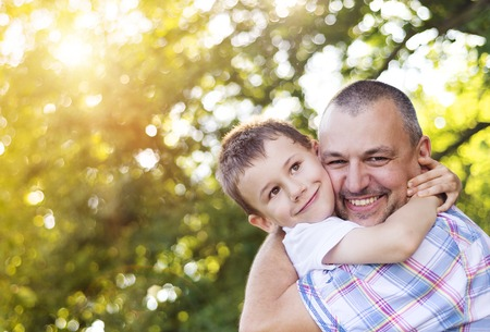 Foto de Happy father with his son spending time together outside in green nature. - Imagen libre de derechos