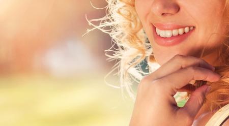 Foto de Unrecognizable attractive young woman outside in summer nature - Imagen libre de derechos