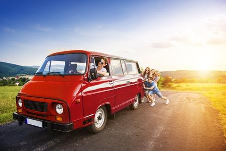 Foto de Young hipster friends on road trip on a summer day - Imagen libre de derechos