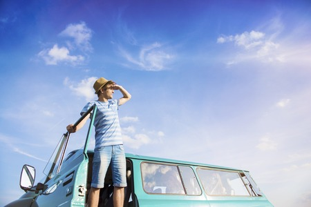 Photo pour Teenage friends on a road trip on a summers day - image libre de droit