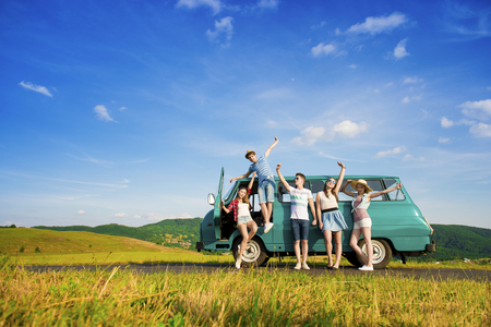 Foto de Young hipster friends on road trip on a summers day - Imagen libre de derechos