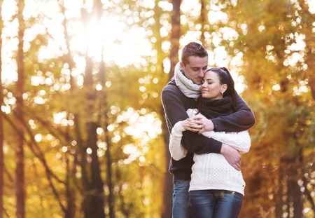 Photo pour Beautiful couple in love on a walk in autumn forest - image libre de droit