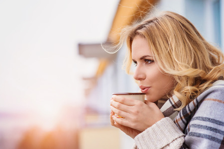 Photo pour Beautiful woman relaxing at home with cup of  coffee - image libre de droit