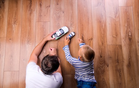 Photo pour Father and son playing cars - image libre de droit