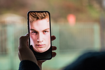 Foto de A smartphone using face ID recognition system. - Imagen libre de derechos