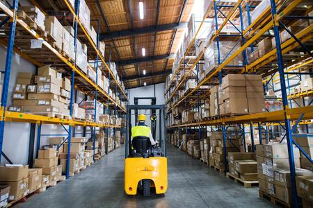 Photo pour Warehouse man worker with forklift. - image libre de droit