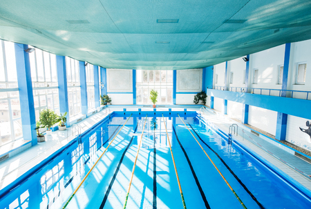 Foto de An interior of an indoor public swimming pool. - Imagen libre de derechos