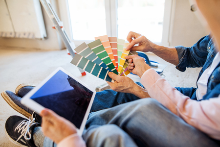 Photo pour Midsection of senior couple with color swatch painting new home, relocation concept. - image libre de droit