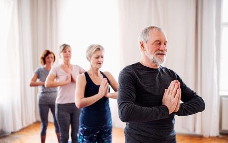 Photo pour Group of senior people doing exercise in community center club. - image libre de droit