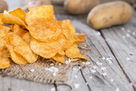 Photo pour Heap of Paprika Potato Chips on rustic  - image libre de droit