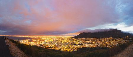 Foto de Cape Town and Table Mountain panorama - Imagen libre de derechos