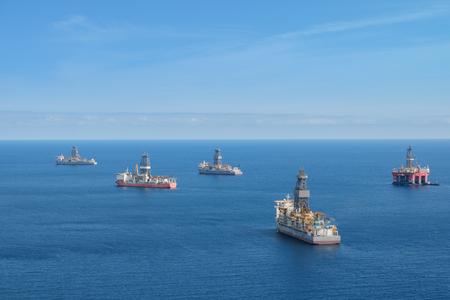 Photo pour drilling platform ,  offshore drill ships, ocean aerial - image libre de droit