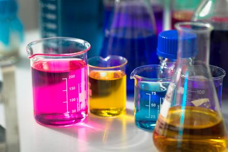 Foto de Test tubes with colorful chemicals - Imagen libre de derechos