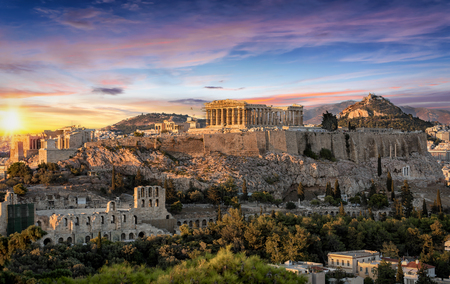 Foto de The Parthenon Temple at the Acropolis of Athens, Greece, during colorful sunset - Imagen libre de derechos