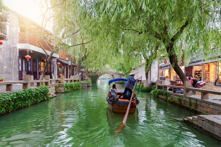 Photo pour The watertown Tongli, the Venice of Asia, near Suzhou, Shanghai, China, with passing by Gondola on a canal - image libre de droit
