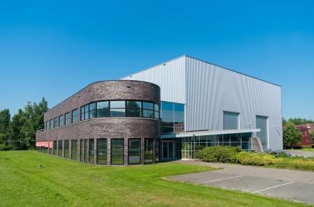 Foto für modern new office building with attached warehouse - Lizenzfreies Bild