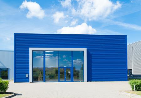 Photo pour modern blue office building  - image libre de droit