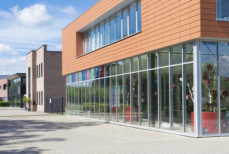 Foto de exterior of a modern small office building - Imagen libre de derechos