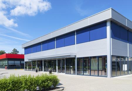 Photo pour exterior of a modern small office building - image libre de droit