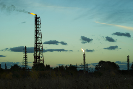 Photo pour night silhouette industrial landscape - flares for flaring associated gas in an oil field - image libre de droit
