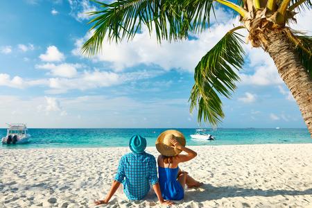 Photo pour Couple in blue clothes on a tropical beach at Maldives - image libre de droit