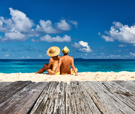 Photo pour Couple on a tropical beach at Seychelles, La Digue - image libre de droit