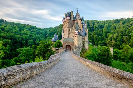 Foto de Burg Eltz castle in Rhineland-Palatinate state, Germany. Construction startedprior to 1157. - Imagen libre de derechos