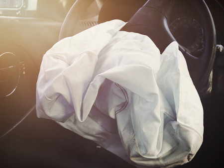 Photo pour A front car airbag has deflated in a sterring wheel from an accident. Ue it for a safetly or insurance concept. - image libre de droit