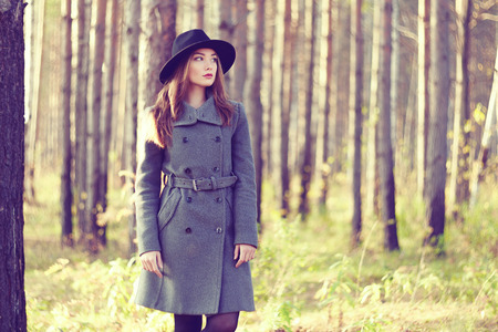 Foto für Portrait of young beautiful woman in autumn coat. Fashion photo - Lizenzfreies Bild