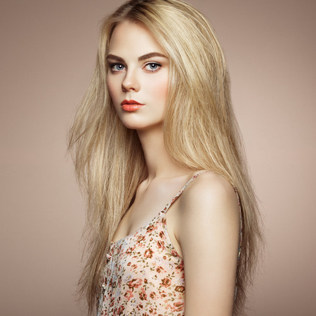 Photo pour Fashion portrait of elegant woman with magnificent hair. Blonde girl. Perfect make-up. Hairstyle - image libre de droit