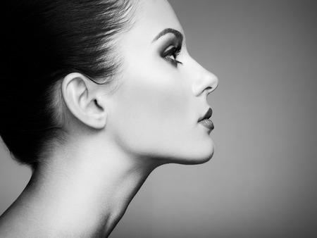 Photo pour Beautiful woman face. Perfect makeup. Beauty fashion. Eyelashes. Cosmetic Eyeshadow. Black and white - image libre de droit