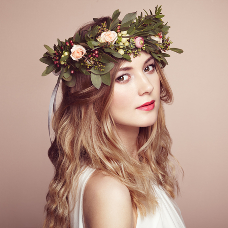 Photo pour Beautiful blonde woman with flower wreath on her head. Beauty girl with flowers hairstyle. Perfect makeup. Beauty fashion. Spring woman - image libre de droit