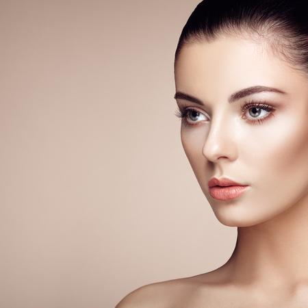 Photo pour Beautiful woman face. Perfect makeup. Beauty fashion. Eyelashes. Cosmetic Eyeshadow. Highlighting - image libre de droit