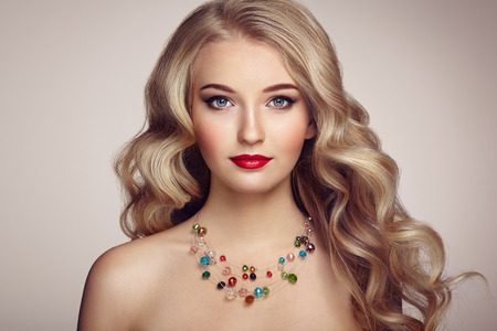 Photo pour Fashion portrait of young beautiful woman with jewelry and elegant hairstyle. Blonde girl with long wavy hair. Perfect make-up.  Beauty style model - image libre de droit
