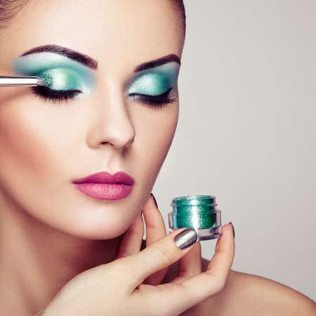 Foto de Makeup Artist Applies Eye shadow. Beautiful Woman Face. Perfect Makeup. Makeup detail. Beauty girl with Perfect skin. Nails and Manicure - Imagen libre de derechos