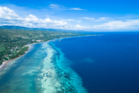 Foto de Shooting the view of Cebu Island from the sky with drone - Imagen libre de derechos