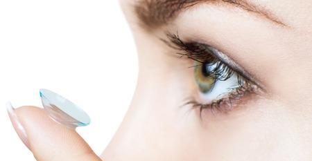 Foto de Close-up shot of young woman wearing contact lens. - Imagen libre de derechos