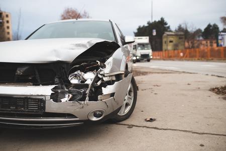 Photo pour Close up shot of crashed car on the city street. - image libre de droit