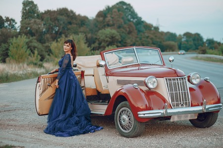 Foto de lady with a car - Imagen libre de derechos